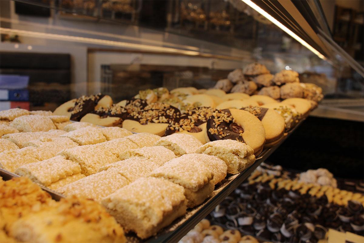 gallery-3-panegusto-prodotti-da-forno-pane-caffetteria-pizzeria-pasticceria-panetteria-gastronomia-focacceria-matera